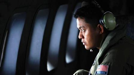 A crew member from the Royal Malaysian Air Force looks through the window of a Malaysian Air Force CN235 aircraft during a Search and Rescue operation to find the missing Malaysia Airlines flight MH370, in the Straits of Malacca March 13, 2014.