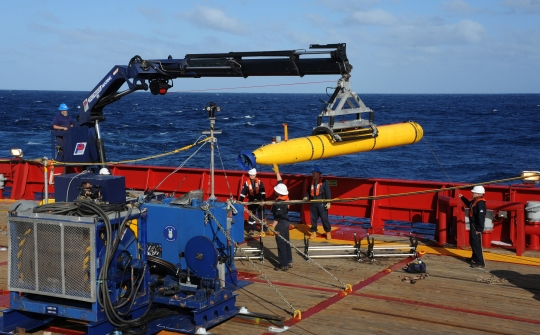 The US Navy's Bluefin 21 Artemis autonomous underwater vehicle (AUV) being hoisted back on board the Australian navy vessel Ocean Shield. The hunt for missing Malaysia Airlines flight MH370 could soon head to the ocean floor using an autonomous sonar vessel after possible black box signals were detected. – AFP pic, April 8, 2014.