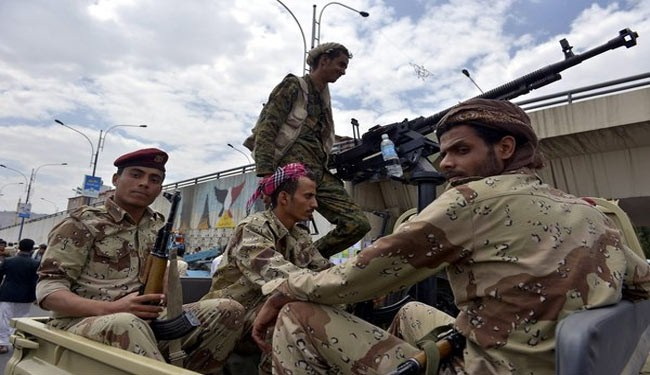 Yemeni soldiers on patrol (file photo)