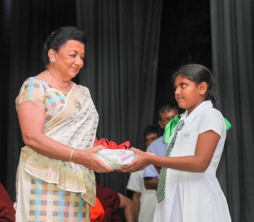 First_Lady_Presides_Event_to_Hand_over_School_Stationery_Items_2